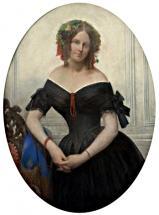 Gratia charles louis femme vetue robe noire et perles de corail 1